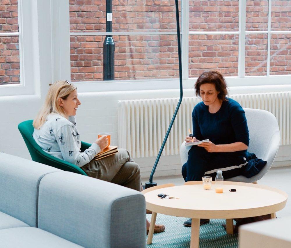 zwei-Frauen-Meeting